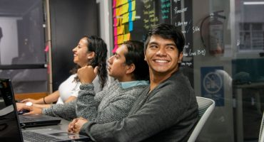 advice-apprenticeship-bookshelf-brainstorming-business-partner-business-people-businessman-campus_t20_VLjRR6