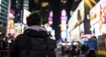 travel-young-adult-student-ny-times-square-study-abroad_t20_Jaemz9